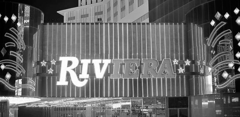 800px-Riviera_Casino_Las_Vegas_-_The_Riv_Fotor